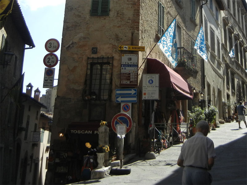 Montepulciano - street view